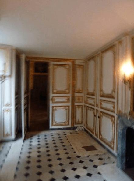 Le bain, à la cour de Versailles, durant le siècle des Lumières